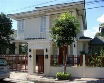 On Ramkhamhaeng Road - The Luxurious Private Single House in a Popular Compound for Rent